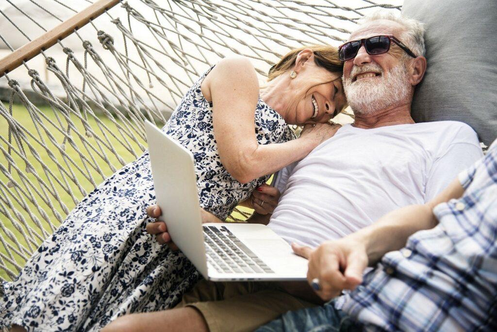 Le couple à la retraite. Partir 10 ans avant notre conjoint?